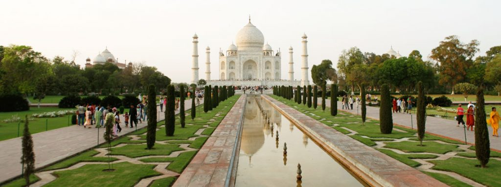 Explore Taj Mahal through Maharajas Express Tour Packages