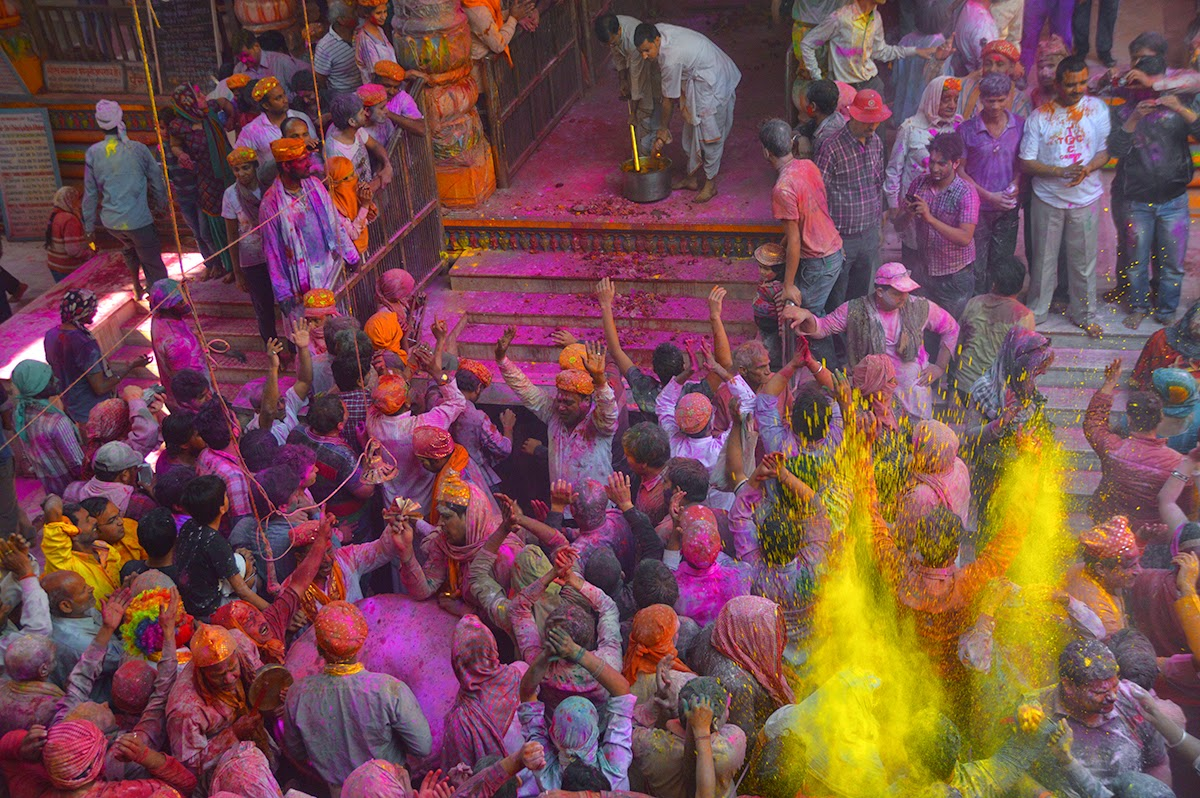 Holi in Mathura at Dwarkadhish Temple