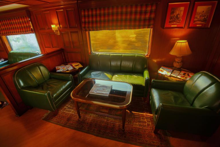 maharajas-express-train-safari-bar-seats