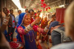 maharajas-express-train-welcome-ceremony-flowers
