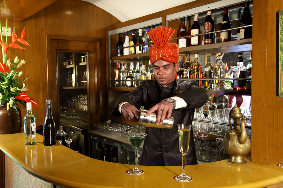 bar-lounge-maharajas-express