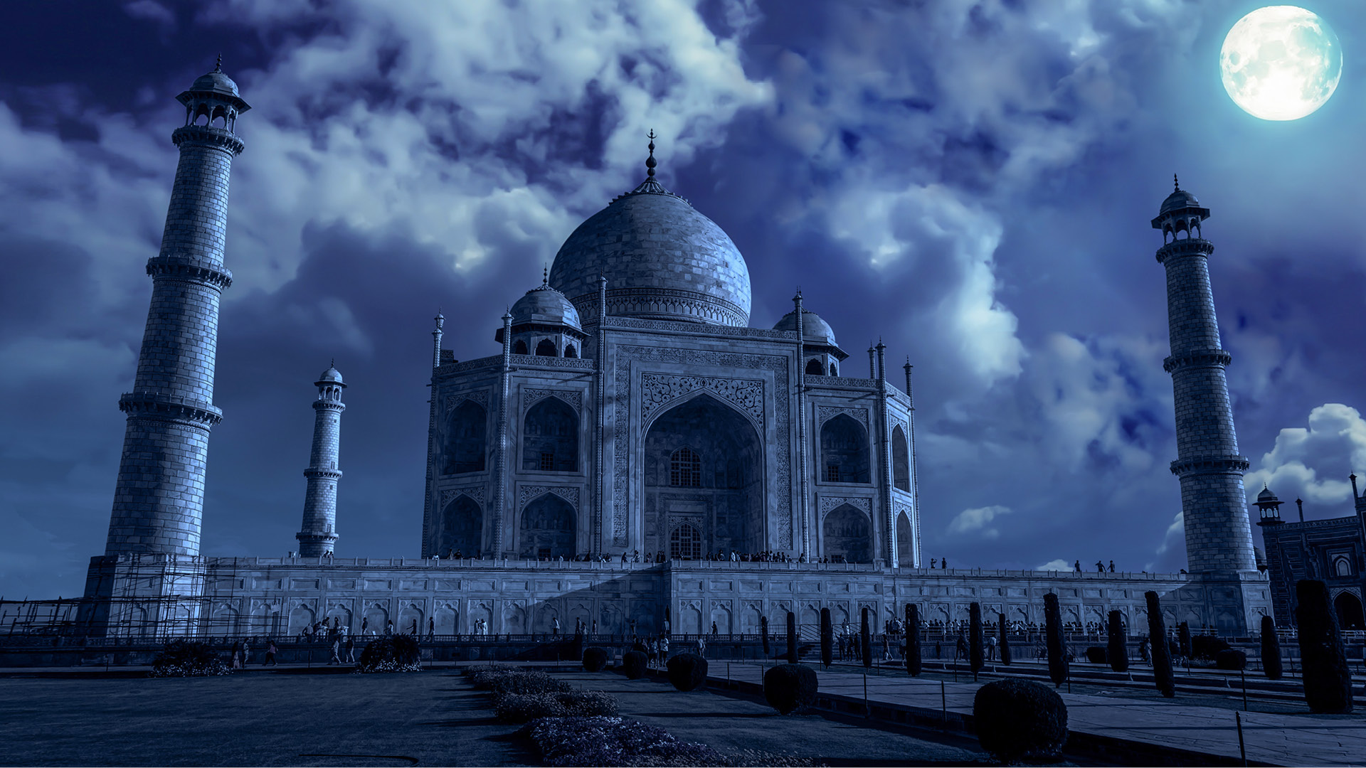 taj mahal at fullmoon night
