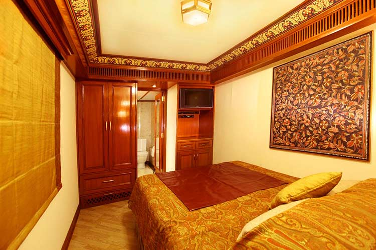 Maharajas' Express Suite Cabin Photo Gallery