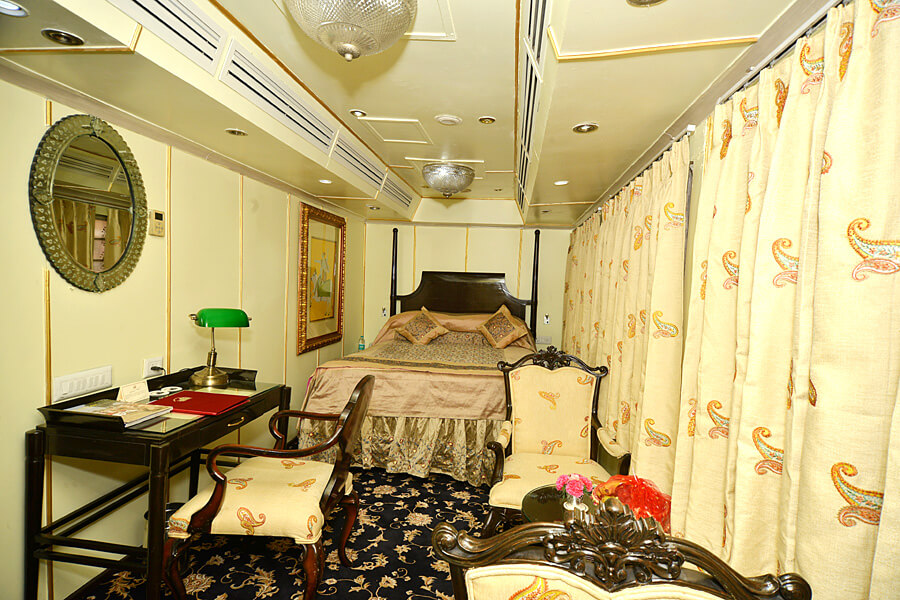 Have a Look on Inside Luxurious Facilities of Palace on Wheels Cabins