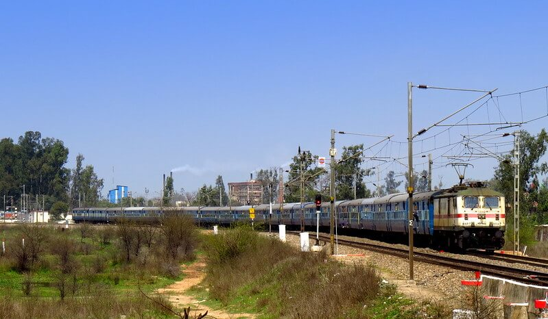 Best Trains from Mumbai to Delhi
